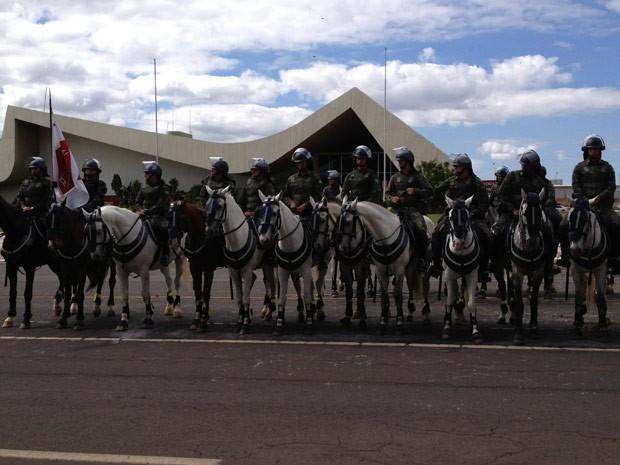 Cerca de 2,8 mil militares fizeram demonstração de operação para a Copa em Brasília  (Foto: Felipe Néri / G1)