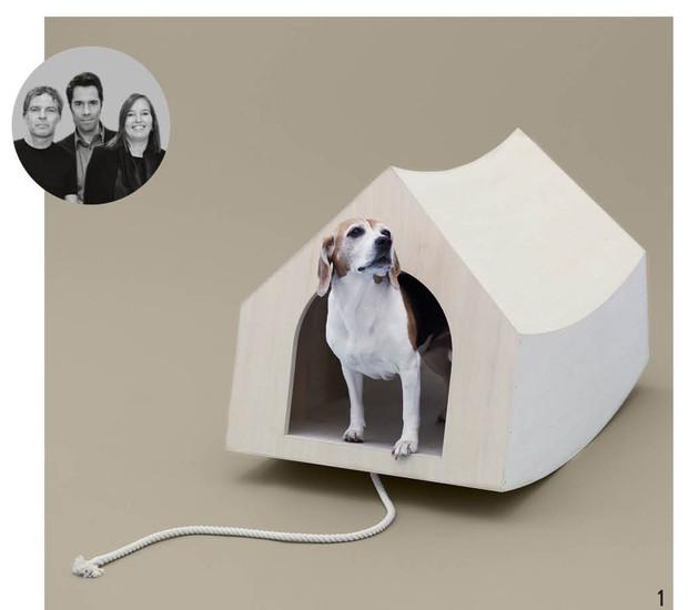 Os designers Winy Maas, Jacob van Rijs e Nathalie de Vries, do escritório holandês MVRDV, levaram em conta a natureza agitada do beagle para desenhar essa casinha que balança ao puxar a corda (Foto: Hiroshi Yoda / Architecture for Dogs / Divulgação)