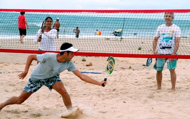 Torneio de beach tennis movimenta praia de Pirangi (Foto: Rogério Vital/Divulgação)