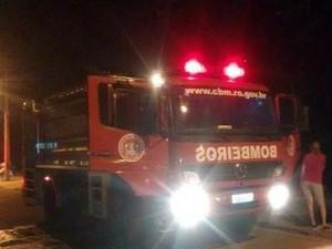Fogo queimou todo o estoque de bebida de um bar em Vilhena  (Foto: Carlos Franco/ Extra de Rondônia)