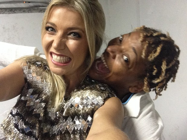 Amizade nos bastidores: Luiza Possi e Mart'nália fazem pose divertida (Foto: Gshow)