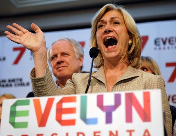 A candidata governista Evelyn Matthei fala a apoiadores após o resultado das eleições, que irão para o 2º turno. (Foto: Victor Ruiz Caballero/AP Photo)