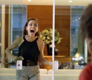 Andrea dá de cara com Edígio e faz escândalo (Foto: TV Globo)
