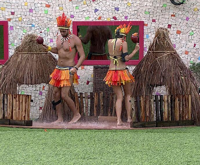 Marcelo virou índio no castigo monstro (Foto: TV Globo)