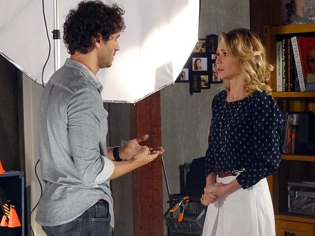 Juliana deixa Fábio arrasado ao dizer que vai se casar com Nando (Foto: Guerra dos Sexos / TV Globo)