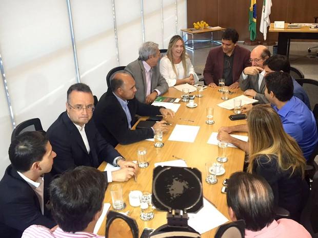Deputados da CPI da Saúde e a presidente da Câmara Legislativa do DF decidem, em reunião, pela suspensão do recesso parlamentar (Foto: Alexandre Bastos/G1)