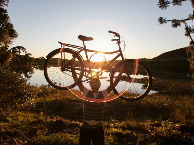 Navarro no trajeto de bicicleta do Rio Grande do Sul ao Uruguay - Piracicaba (Foto: Passupreto Imageria)
