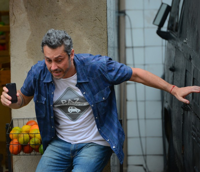 Romero passa sufoco na mra da facção (Foto: Pedro Carrilho/ Gshow)