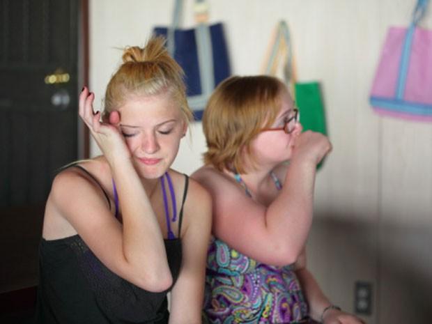 Se sua amiga exagera nas atitudes na frente da galera chama ela para uma conversa e #mostraareal (Foto: Divulgação)