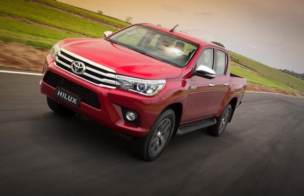 Dianteira da Toyota Hilux 2016 em movimento (Foto: Divulgação)