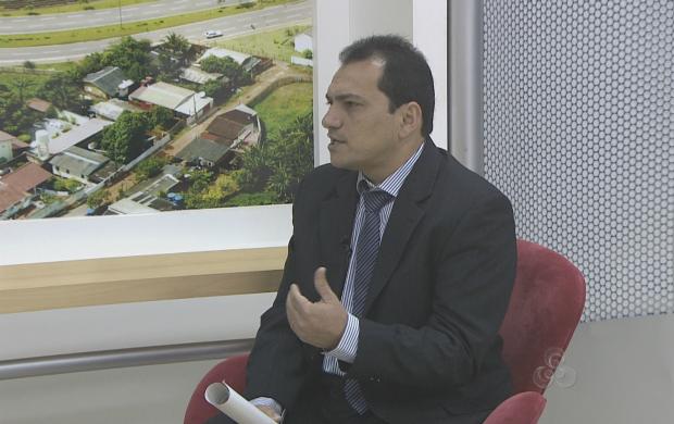Nivaldo tirou dúvidas dos telespectadores sobre a declaração do IRPF (Foto: Bom Dia Amazônia)