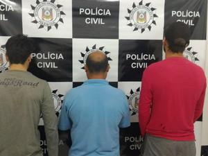Após depoimentos, presos foram encaminhados para presídio (Foto: Polícia Civil/Divulgação)