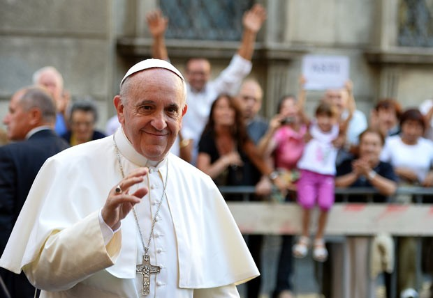 O Papa Francisco chega a igreja para celebrar missa nesta quarta-feira (31) em Roma (Foto: Alberto Pizzoli/AFP)