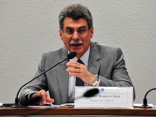 O relator da regulamentação da emenda das domésticas, senador Romero Jucá, durante reunião da comissão especial (Foto: Zeca Ribeiro/Câmara dos Deputados)