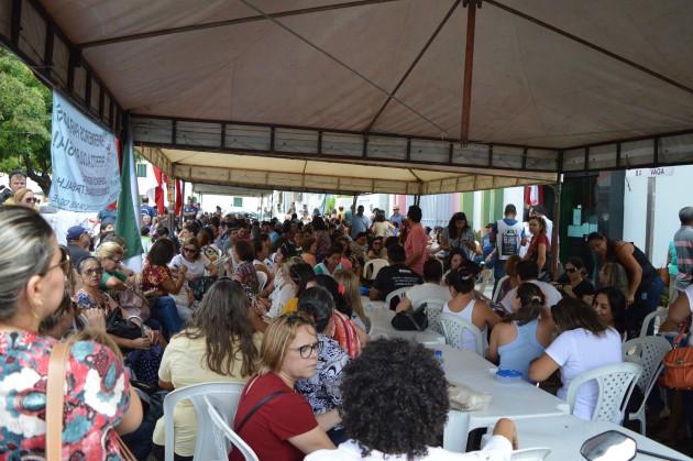 Servidores ocupam sede da Secretaria Municipal de Administração de Natal (Foto: Divulgação/Sinsenat)