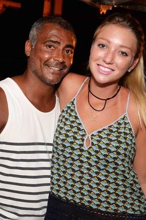 Romário e a namorada, a cantora Dixie Pratt, em festa no Rio (Foto: Ari Kaye/ Divulgação)