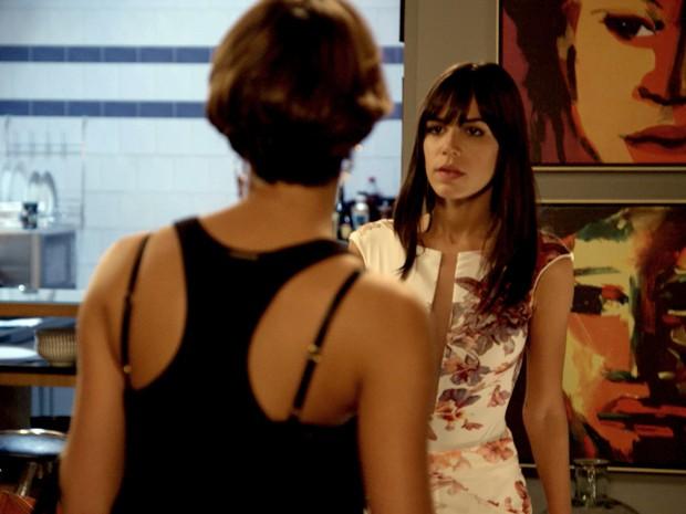 Alice e Helô se desentendem e brigam por Murilo (Foto: TV Globo)