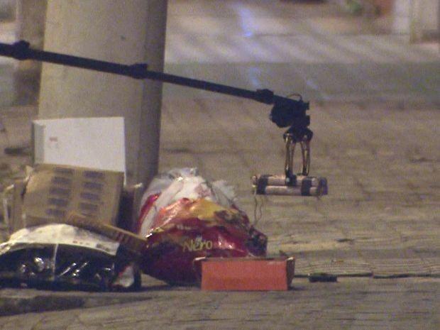 Suposta bomba encontrada na Av. Pedro Lessa, em Santos (Foto: Reprodução/TV Tribuna)