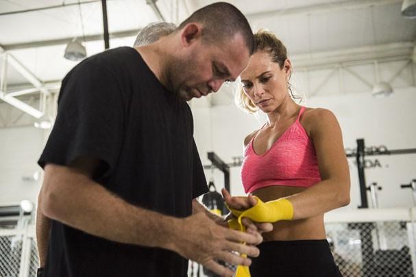 Paolla treinou cinco meses de luta com a profissional Érica Paes, que inspirou a personagem (Foto: Globo/Mauricio Fidalgo)