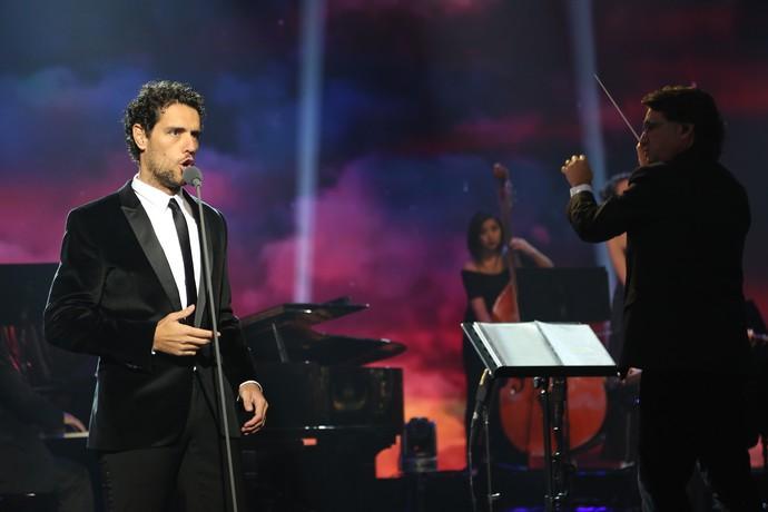 Thiago Arancam solta a voz no 'Domingão do Faustão' (Foto: Carol Caminha/Gshow)