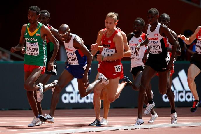 Mo Farah quase queda eliminatórias 5km Mundial de atletismo de Pequim (Foto: Christian Petersen / Getty Images)
