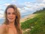 Mariana Ximenes posa em praia paradisíaca em Trancoso: 'Boa vibe'