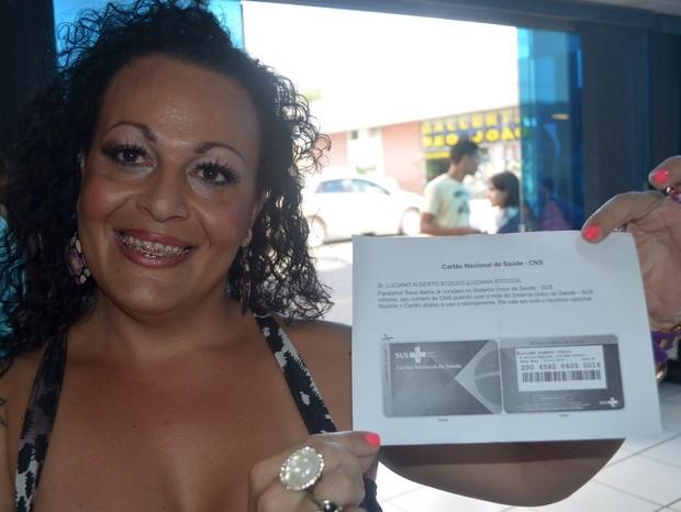 Luciana obteve documento, mas fez reclamações (Foto: Thomaz Fernandes/G1)