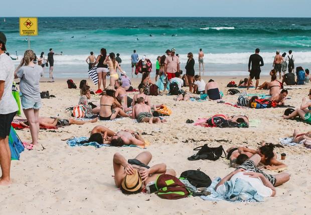 praia ; areia ; mar  (Foto: Pexels)