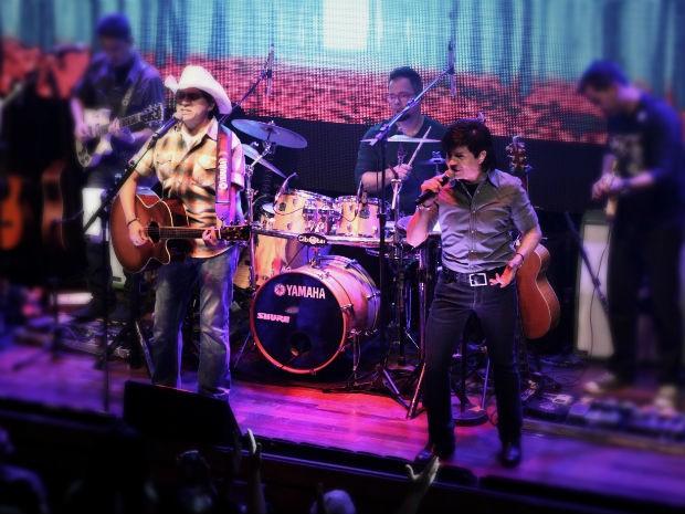 Dupla durante a apresentação da turnê 'Do Tamanho do Nosso Amor', em Belo Horizonte (MG) (Foto: Tulio Barros / Divulgação)
