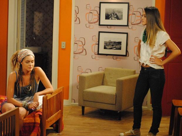 Fatinha avisa Dinho que Lia está na recepção e não perde tempo: dá dura em Valentina (Foto: Malhação / Tv Globo)