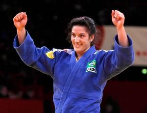 Mayra Aguiar comemora medalha de ouro no Grand Slam em Paris (Foto: Divulgação / Federação Internacional de Judô)