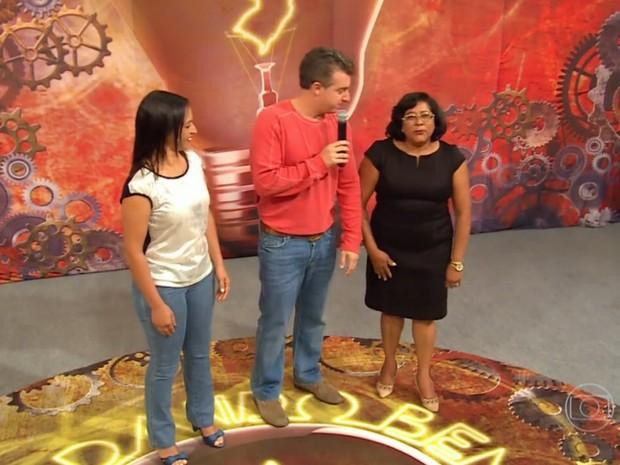 Luciano Huck ajuda mulheres que transformam lixo em arte no Mandando Bem (Foto: Caldeirão do Huck/TV Globo)