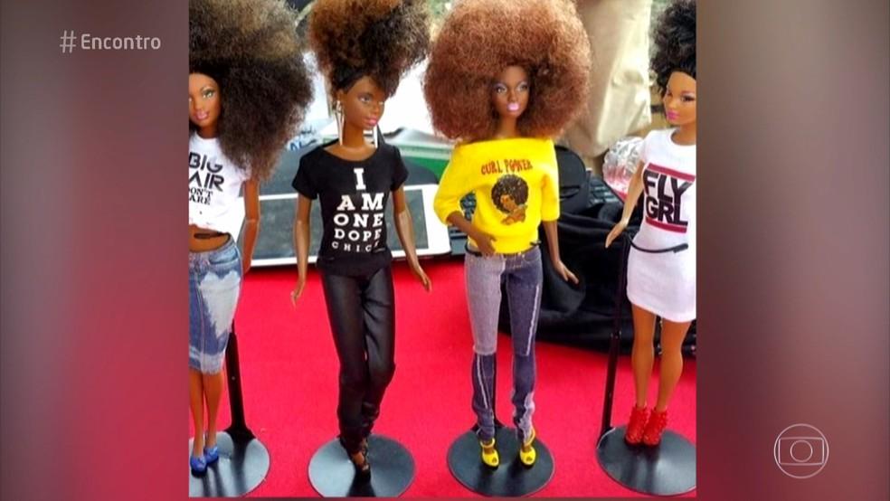 Cris arrasa na coleção de bonecas negras (Foto: TV Globo)