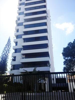 Condomínio onde ex-ministro mora em Salvador tem um apartamento por andar (Foto: Clériston Santana/TV Bahia)