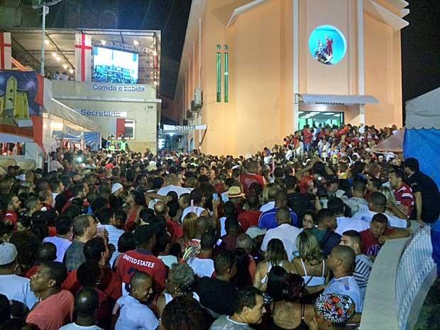 Festa para São Jorge reúne milhares de fiéis em Quintino, no Rio (Foto: Janaína Carvalho / G1)