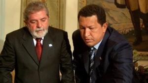 Lula e o presidente venezuelano Hugo Chávez em foto de arquivo (Foto: AP)