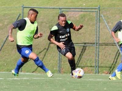 Coritiba no jogo-treino contra o RB Brasil (Foto: Site oficial do Coritiba/Divulgação)