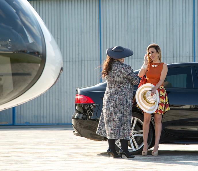 Fedora agradece a mãe por se oferecer viajar no seu lugar (Foto: Fabiano Battaglin/Gshow)