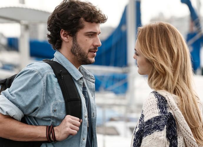 Júlia e Pedro se reconciliam  (Foto: Inácio Moraes / Gshow)