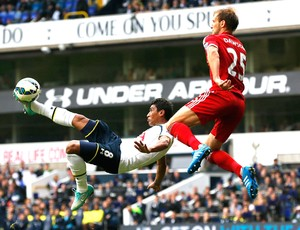 Paulinho, Tottenham X West Bromwich (Foto: Agência Reuters)