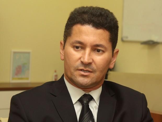 César Diniz esteve em reunião com os servidores da Semus (Foto: Divulgação/Fabricio Cunha)