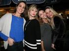 Carolina Oliveira e Julianne Trevisol vão a show de Mumuzinho no Rio