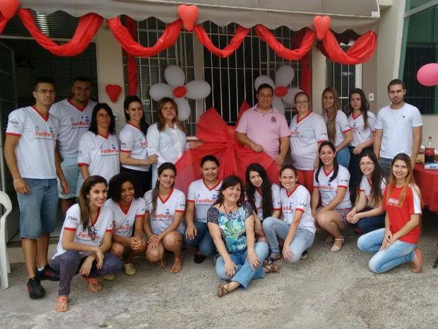 Grupo de estudantes na inauguração da farmácia comunitária em Votorantim (Foto: Arquivo Pessoal/ Jéssica Lopes Garcia)