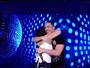 Wesley Safadão dança com fã e mostra carinho: 'Você foi o primeiro rosto que vi hoje'
