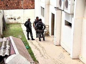Detentos fogem de cela no Fórum de Rio Branco (AC) (Foto: Reprodução/ TV Acre)