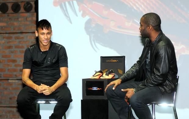 Neymar camisa Brasil preta chuteira (Foto: André Durão / Globoesporte.com)