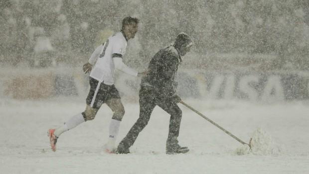 EUA x Costa Rica, sob neve (Foto: Reuters)
