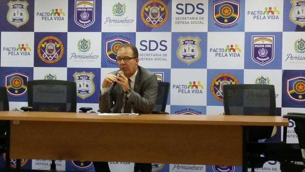 Secretário Angelo Gioia apresentou dados da violência em PE durante coletiva de imprensa no Recife (Foto: Marina Meireles/G1)