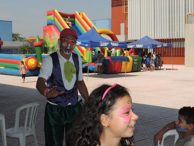 Recreadores provocaram o riso entre a criançada (Foto: Divulgação/RPC TV)