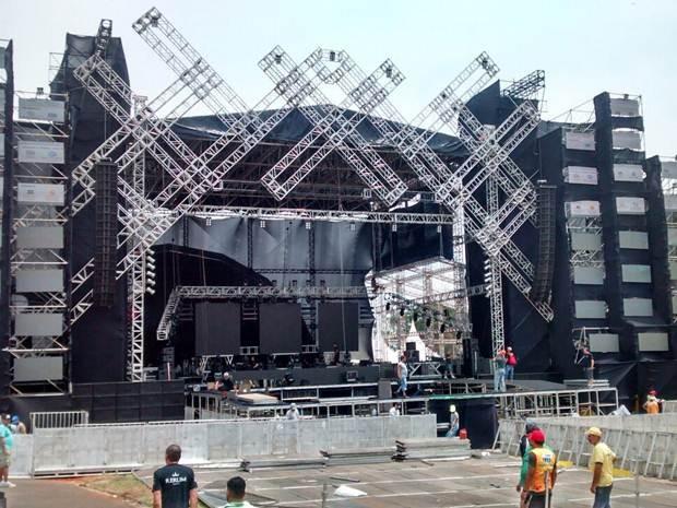 Palco montado para receber os shows em Rio Preto  (Foto: Ricardo Freitas/TV TEM)